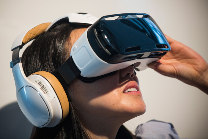 Adoption of VR Technology in Several Applications Propel the Growth of Global Virtual Reality Devices Market Outlook: KenResearch